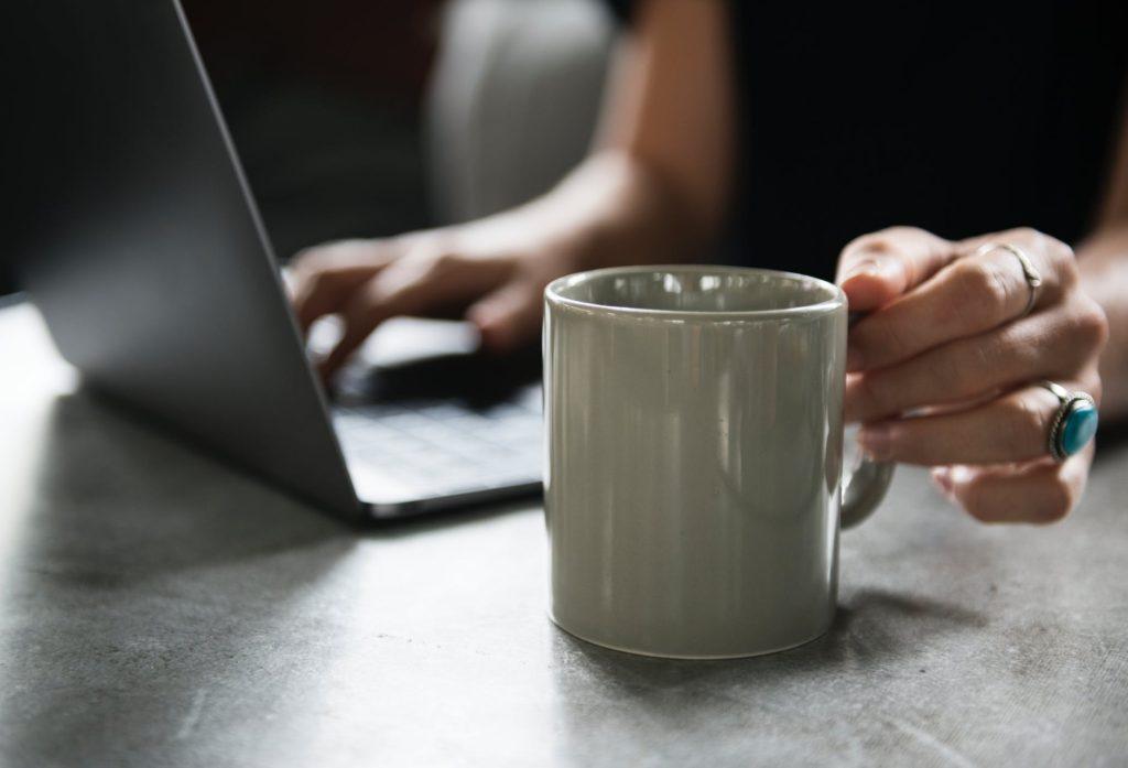 Nahraďte klasickou kávu zelenou kávou, která podporuje hubnutí