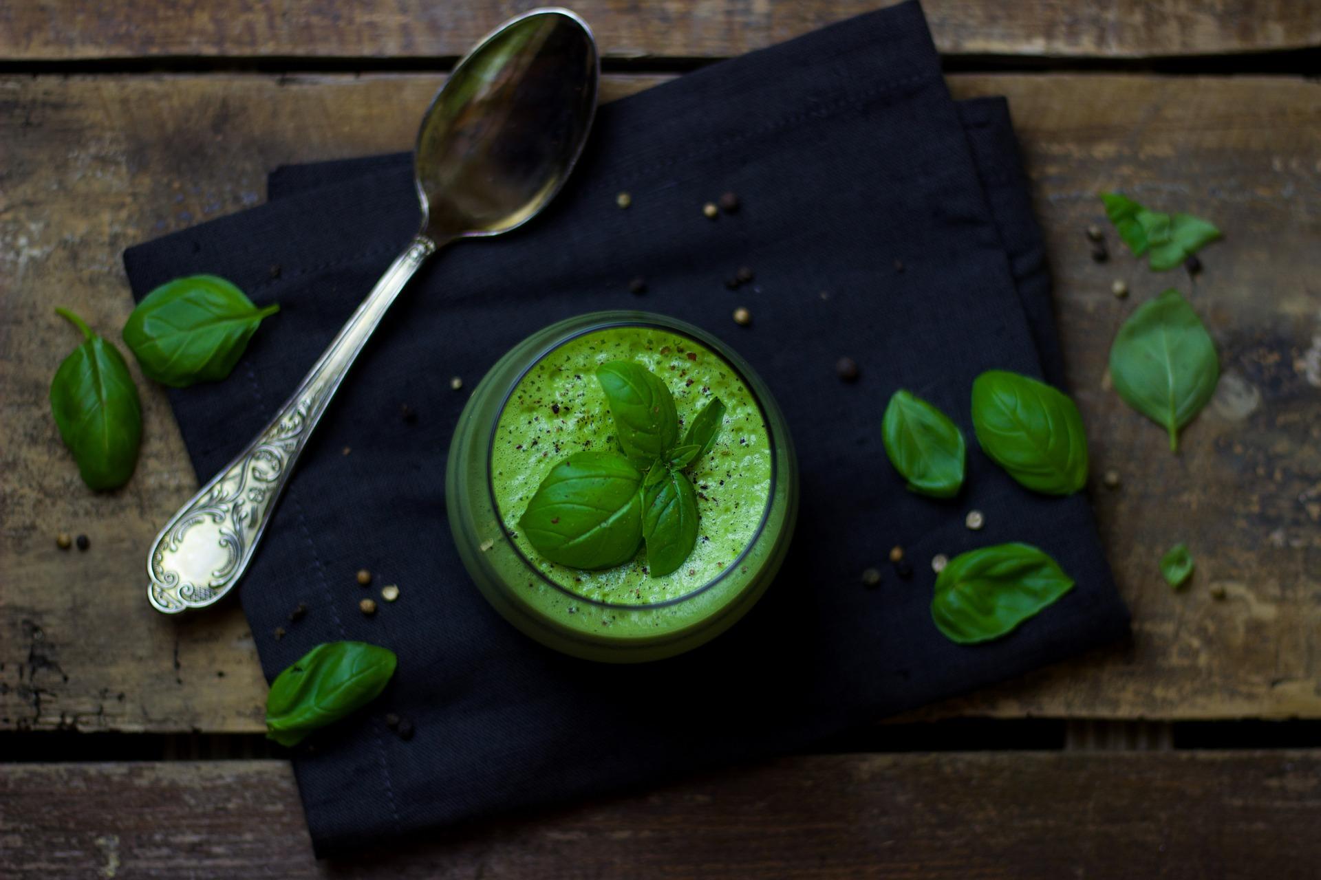 Zelená polévka a detoxikační čaj - hubněte elegantně